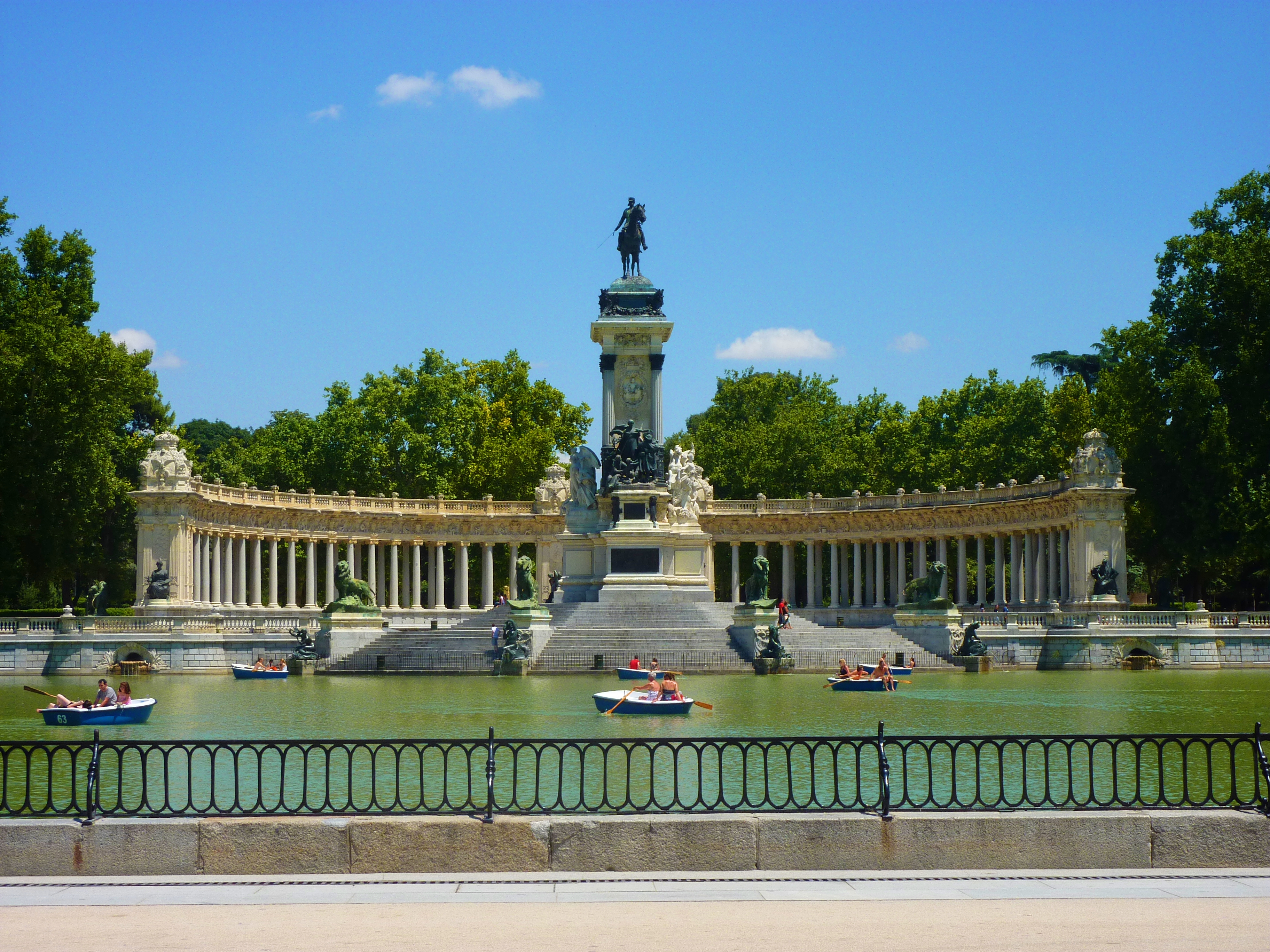 Places to go in madrid a photo blog for Parque del retiro madrid