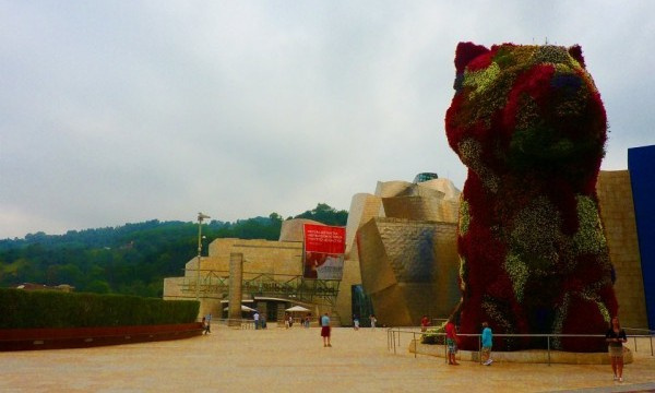 Bilbao puppy at Guggenheim